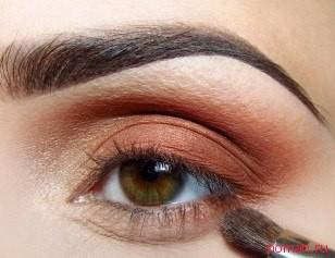 Как сделать дневной макияж для карих глаз фото