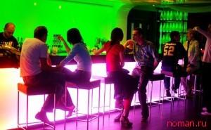 знакомство в ночном клубе