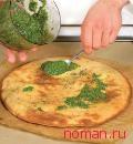 Пицца с эстрагоном и соусом песто