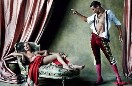 Роскошная Кейт Мосс топлес для журнала Vogue