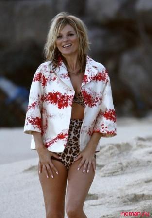 Кейт Мосс в леопардовых трусах распугала пляж