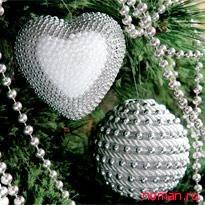 Елочные игрушки: сердечко и шар
