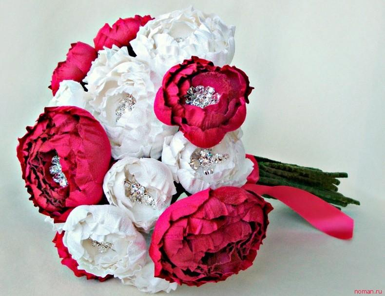 Нежный цветок из ткани