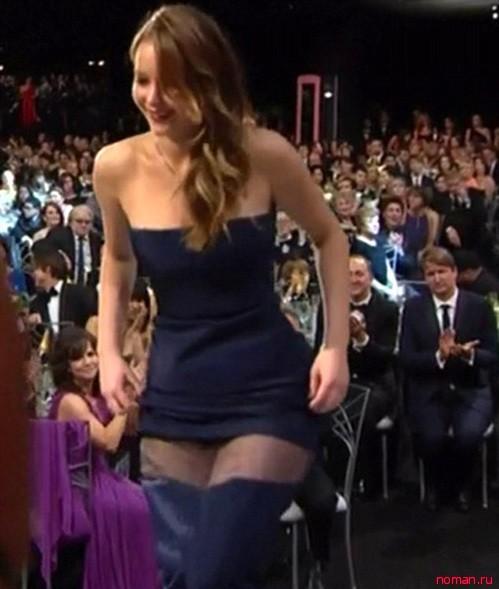 Дженнифер направилась на сцену практически без платья