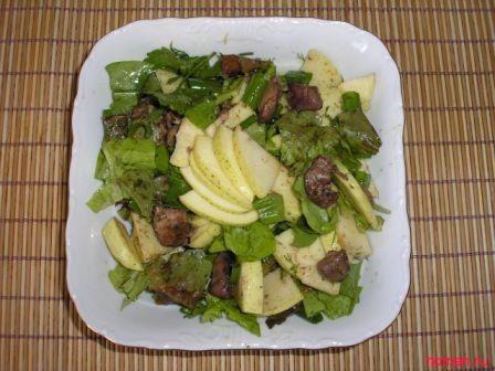 Салат с яблоками, карри и печенью…