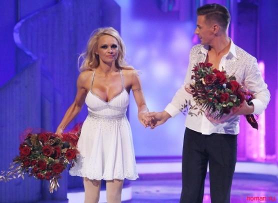 Памелу Андерсон выгнали с проекта «Танцы на льду» из-за груди