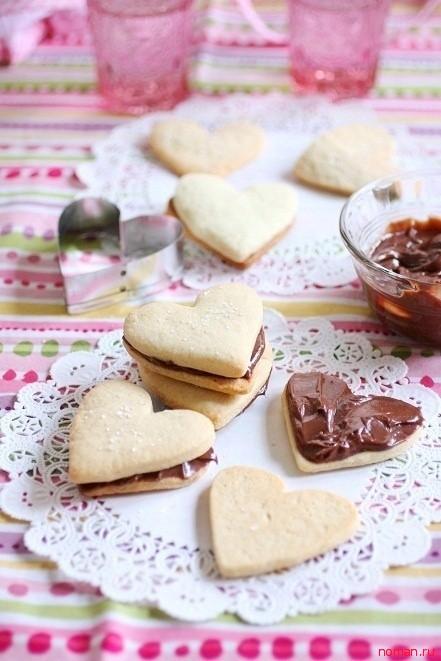 Бутерброды с нутелла в виде сердца