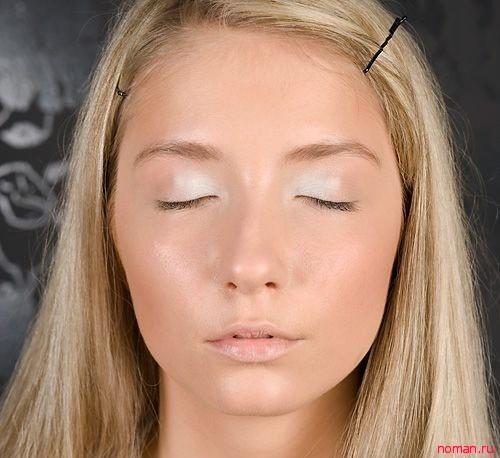 Нежный макияж для блондинки