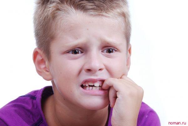 дети грызут ногти