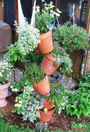 декор из цветочных горшков 13