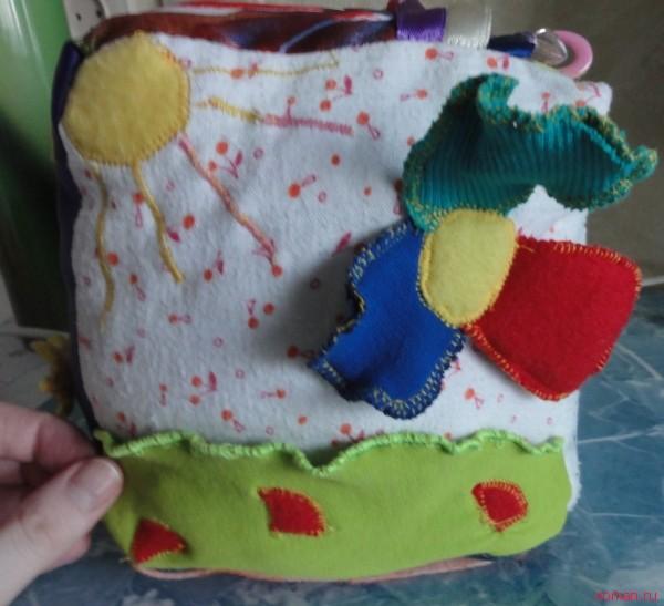 Развивающий кубик для малыша